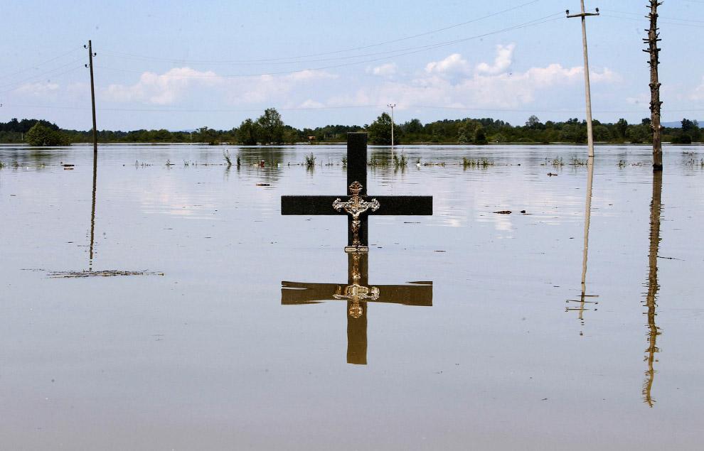 Правительство Боснии сравнивает урон, нанесенный крупнейшим наводнением с Боснийской войной 1992-1995 гг