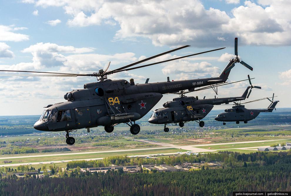 Два вертолёта Ми-8МТ и один Ми-26.
