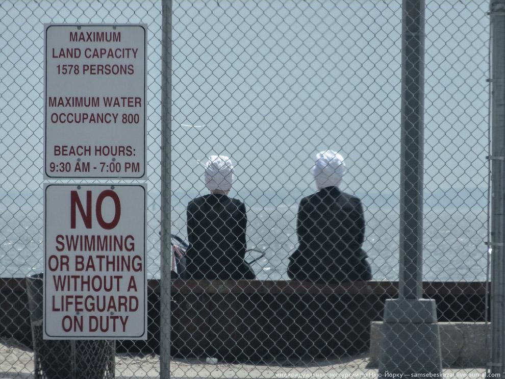 Нельзя плавать и купаться в отсутствие спасателей