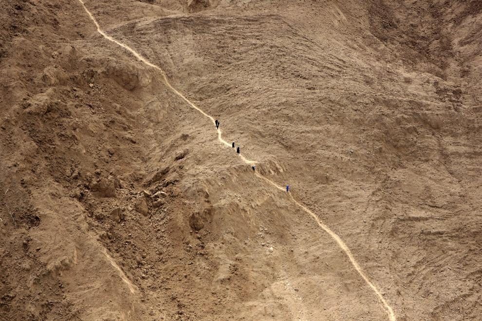 Тропа с местом схода оползня