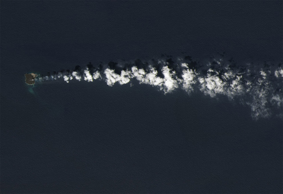 Пыхающий остров Нашиношима в 1 000 км к югу от Токио