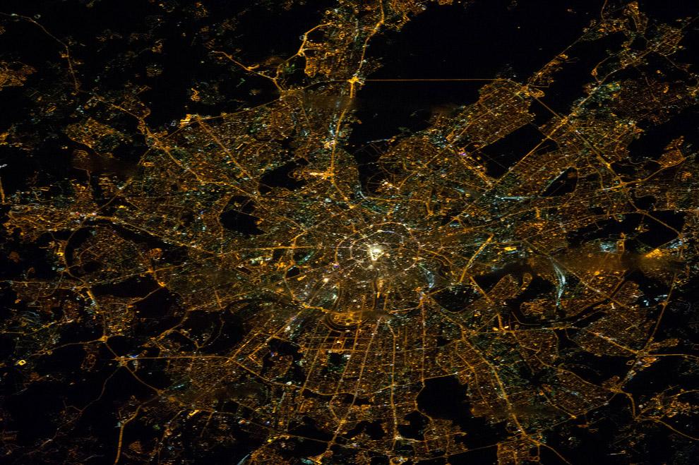 Планета Земля из космоса и город Москва с высоты 386 километров
