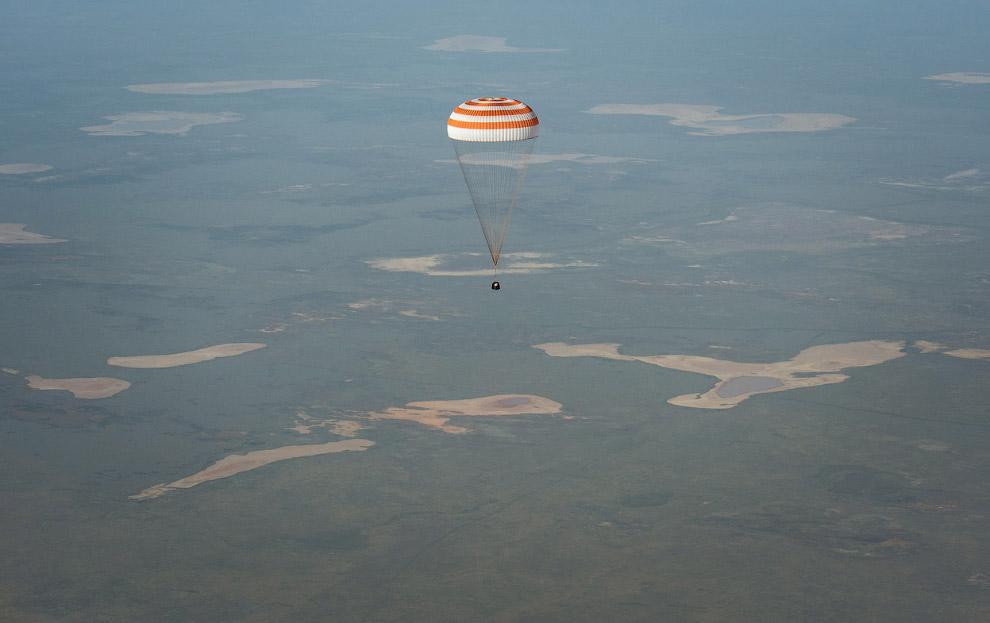 Союз ТМА-11М возвращается с орбиты домой, на землю