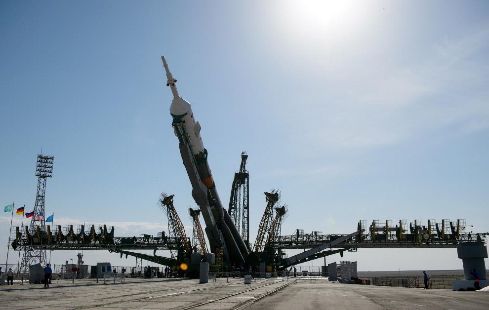 Следующий этап — подъем ракеты в вертикальное положение на стартовой площадке Байконура