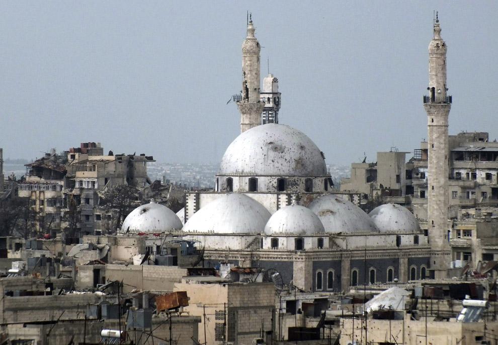Разрушенные здания и мечеть Халида ибн аль-Валида в Хомсе
