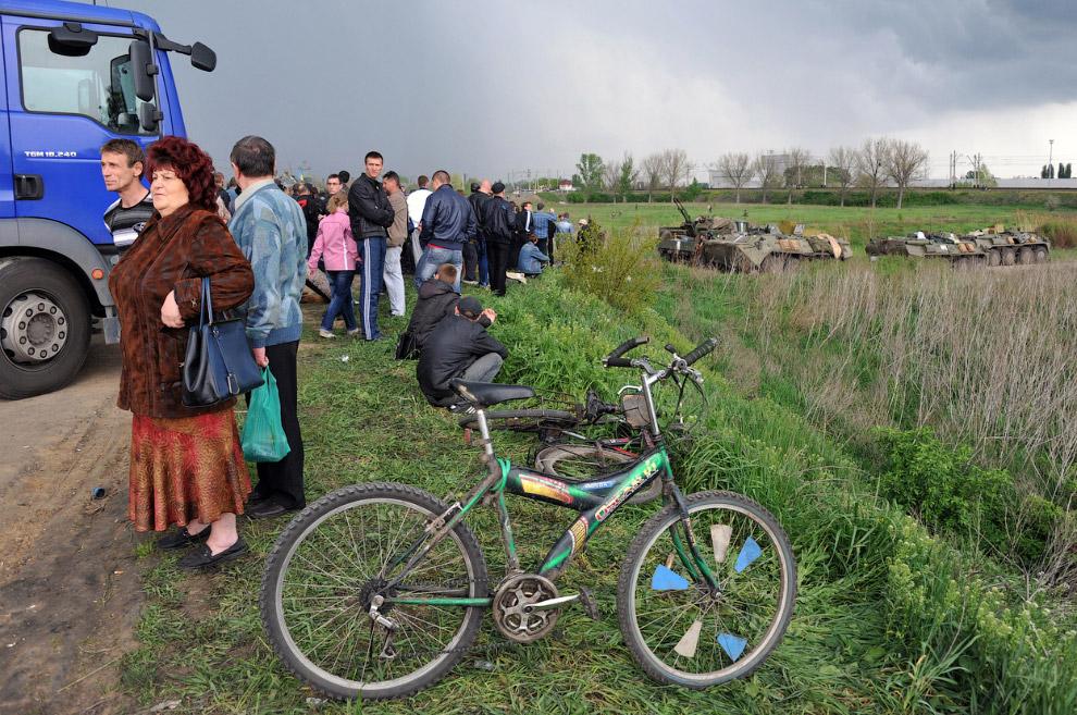 Местные жители перекрыли дорогу Краматорск-Славянск