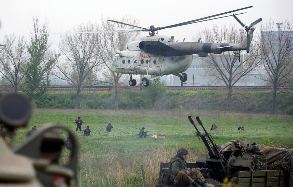 Украинские солдаты в 7 км от Славянска