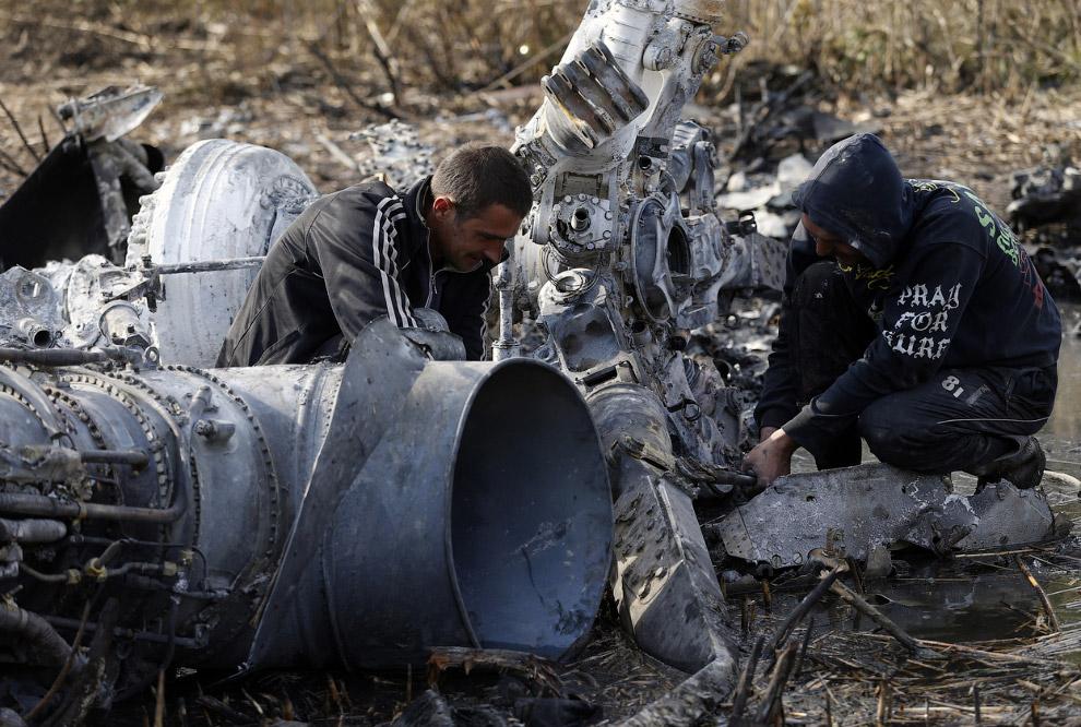 Сбитый украинский военный вертолет