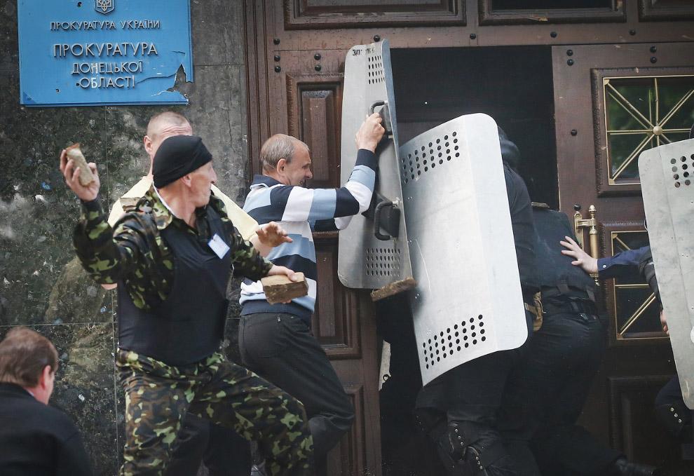 Захват прокуратуры в Донецке
