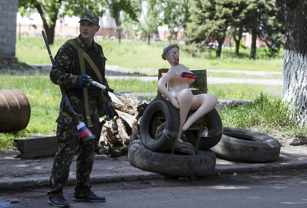 Контрольно-пропускной пункт сторонников федерализации в Славянске