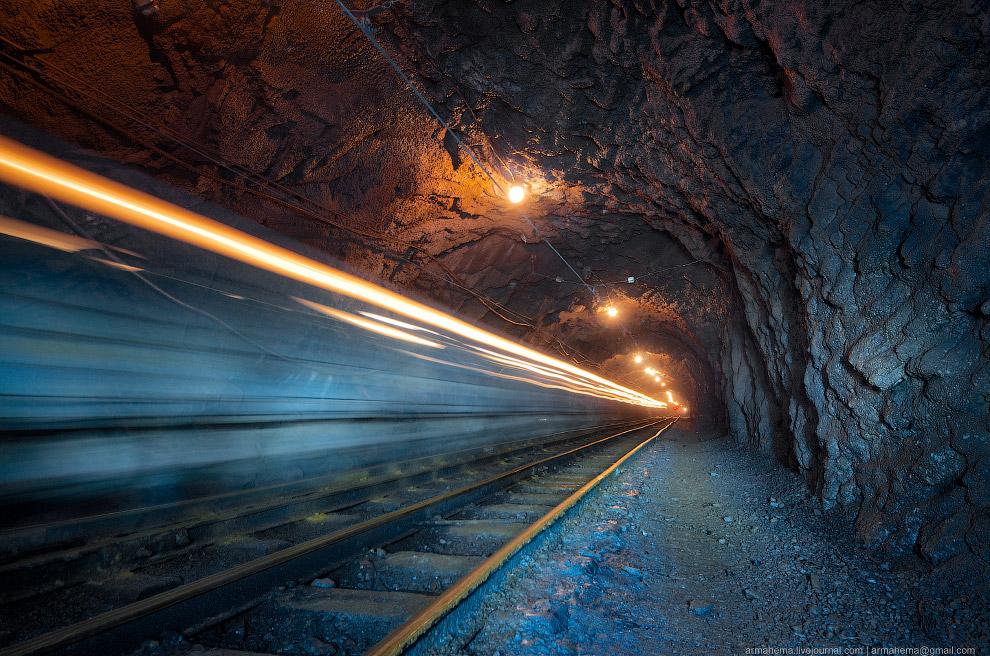 300 метров под землей (22 фото)