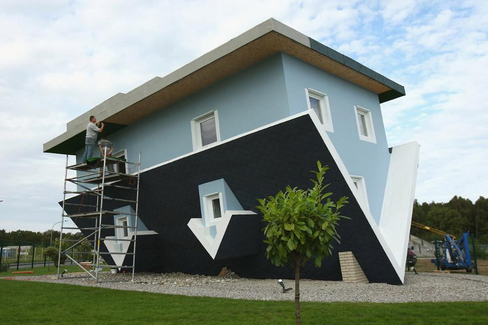 Дом вверх дном на побережье Балтийского моря в Германии