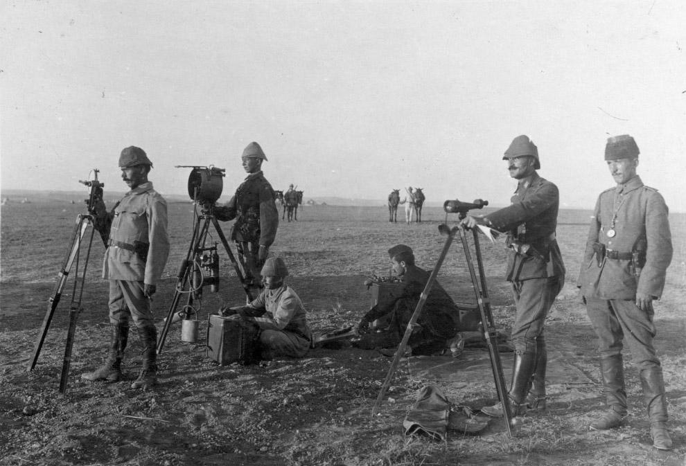 Турецкие солдаты с гелиографом — оптическим телеграфом