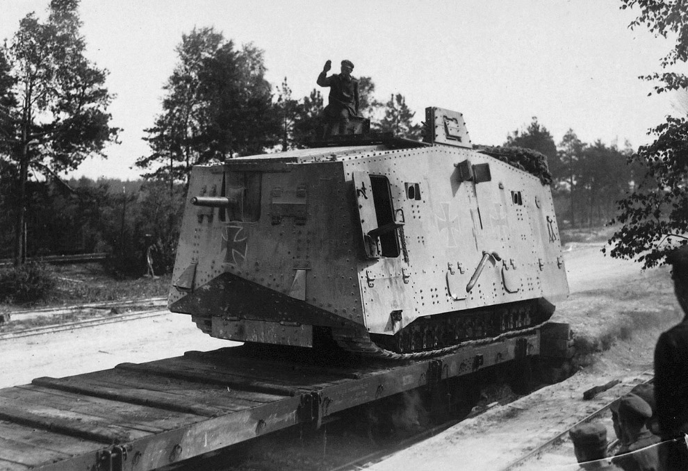 Немецкий тяжёлый танк A7V времён Первой мировой войны