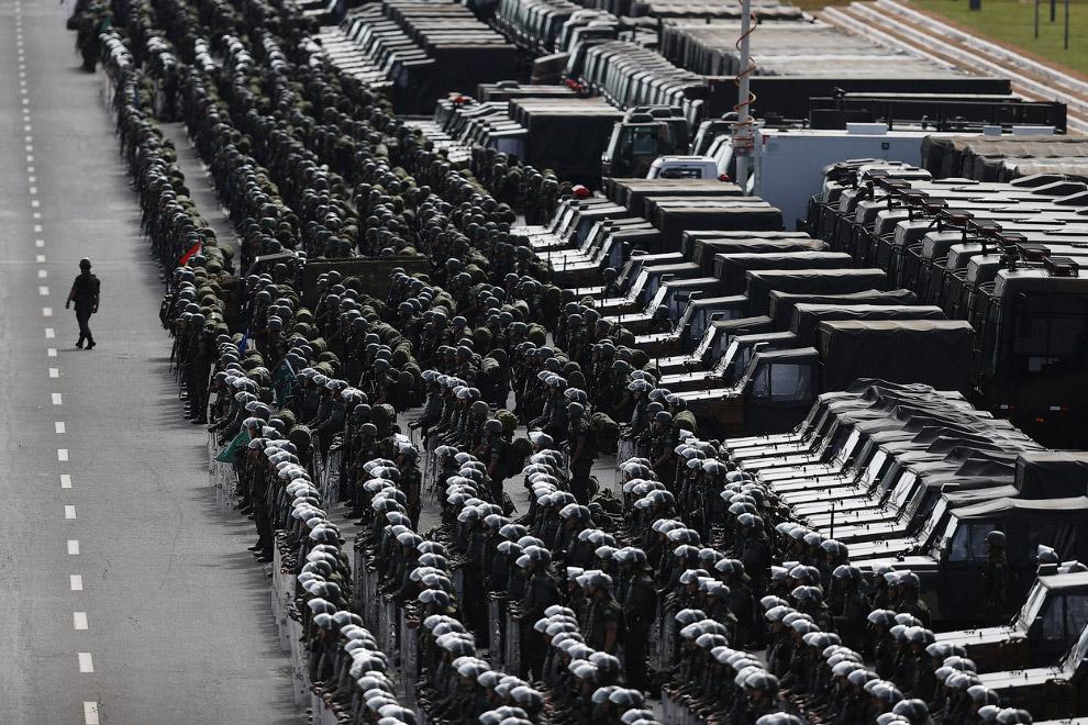 Солдаты, полицейские, которые будут обеспечивать безопасность