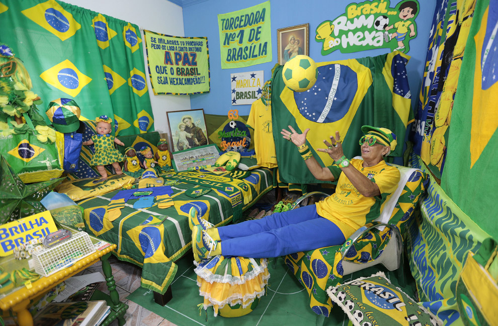 Настоящий бразильский футбольный фанат у себя дома