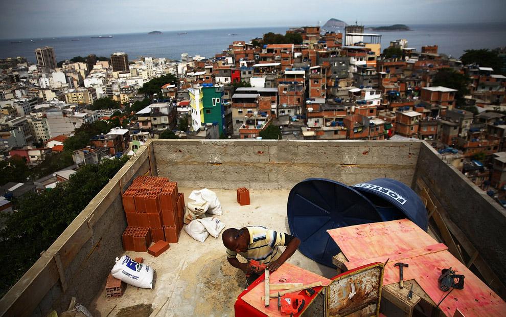 Строительство гостиницы для малоимущих болельщиков в трущобах в Рио-де-Жанейро