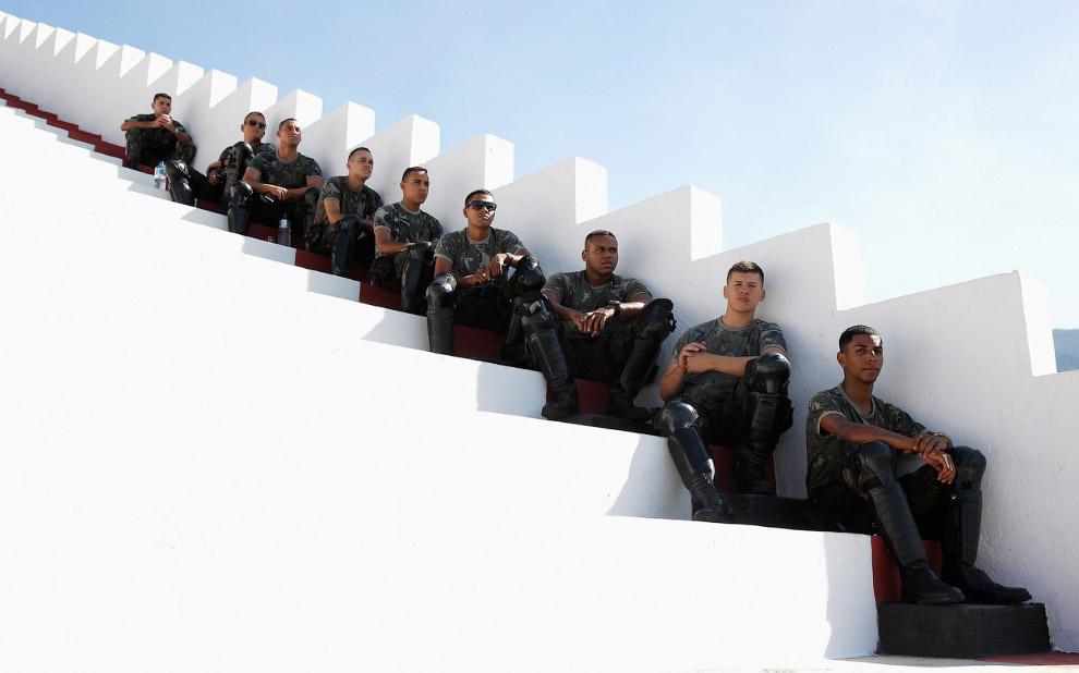 Военные на стадионе в Рио-де-Жанейро