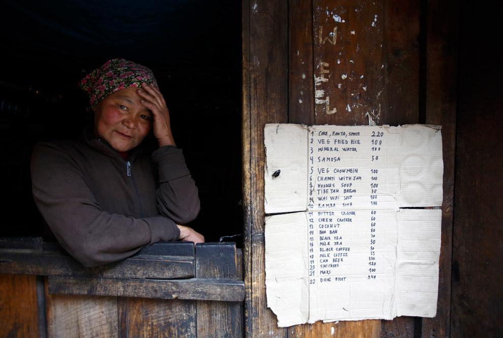 Колоритный магазинчик недалеко от поселка Намче