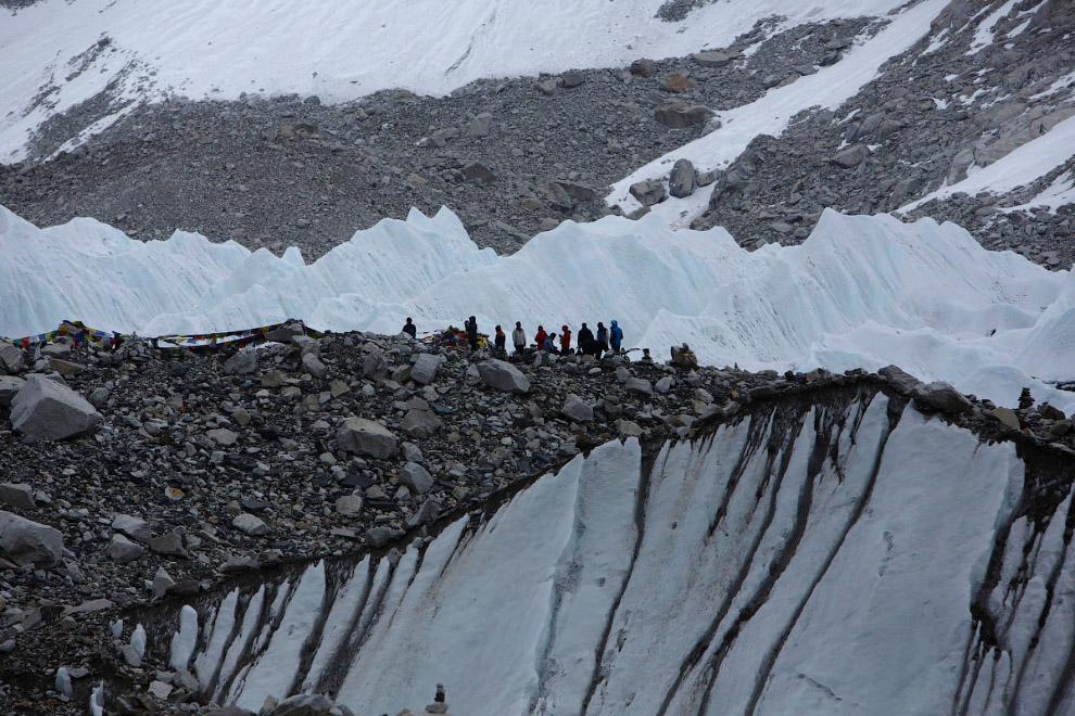 Высота примерно 5 300 метров над уровнем моря
