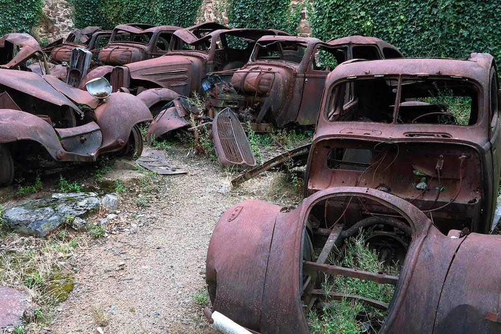 Остатки машин того времени
