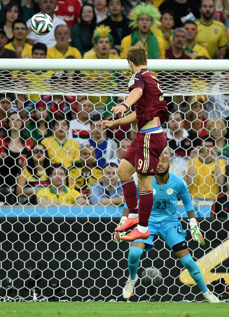 Александр Кокорин забивает гол на 6 минуте матча
