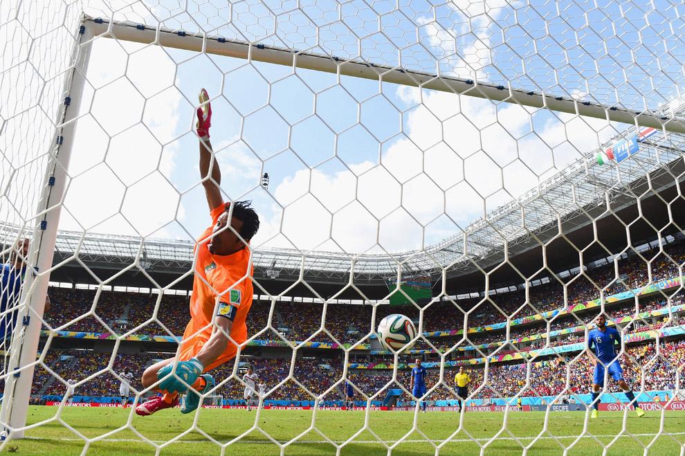 А вот и сам гол в ворота сборной Италии
