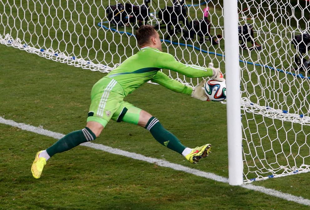 Вратарь сборной России Игорь Акинфеев пропустил курьезный гол от Южной Кореи