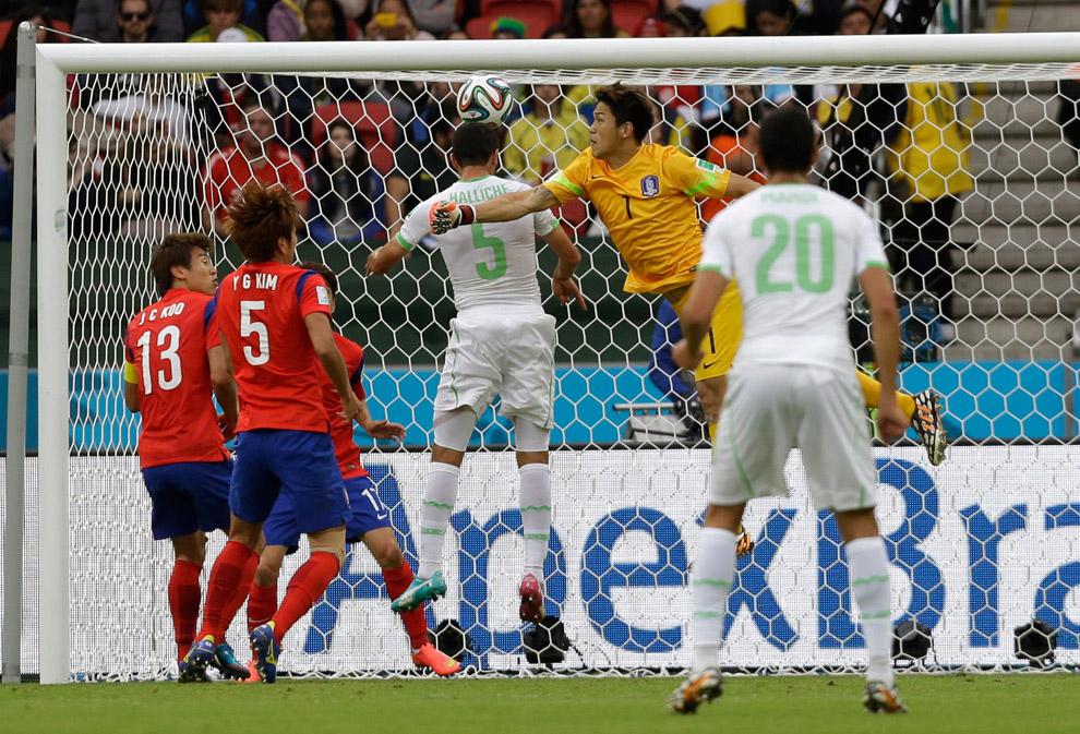 Сборная Алжира забивает Южной Корее