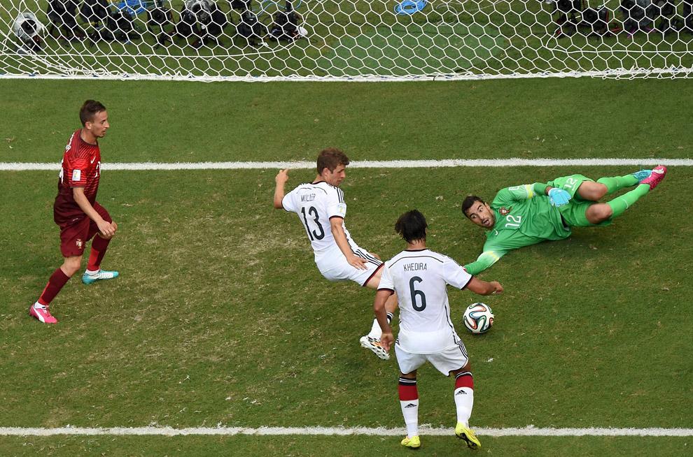 Германия забивает третий гол в ворота Португалии