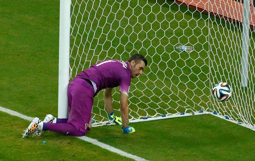 Вратарь Хорватии теряет интерес к жизни после гола от Мексики