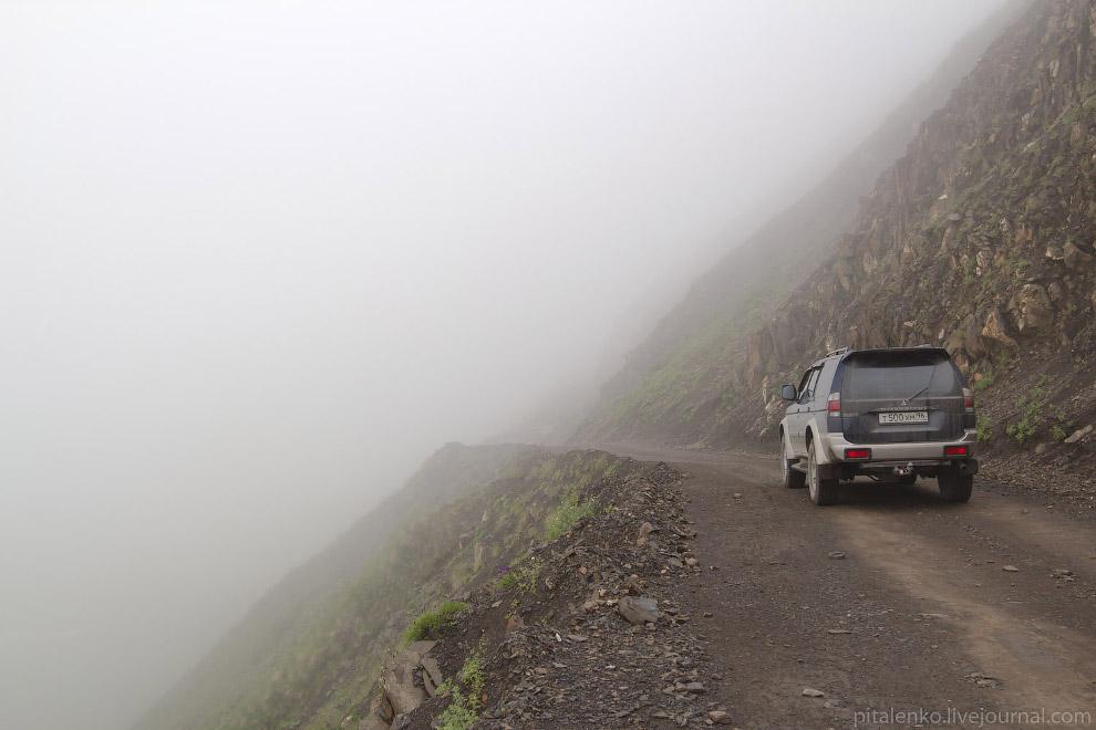 Горная дорога на перевал. Ехали в облаках.