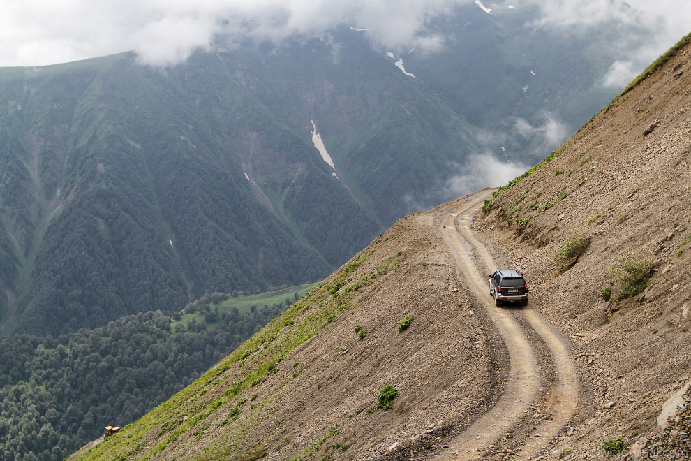 На перевал Datvi-Jvari. Дороги в горах Грузии идеальные