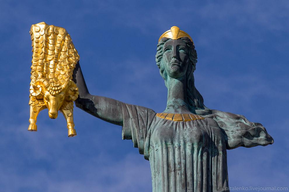 Батуми. Площадь Европы. Золотое руно