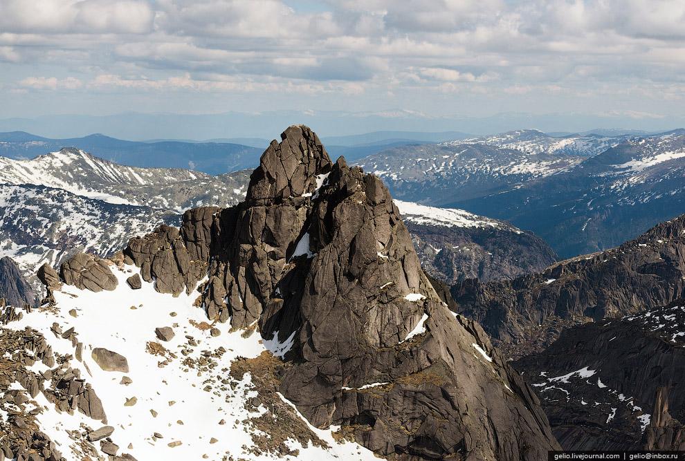 Пик Птица (2221 м)