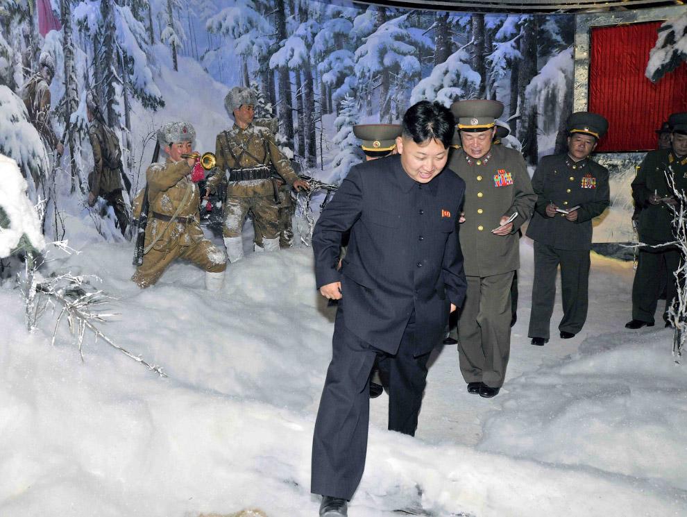 Ким Чен Ын в музее