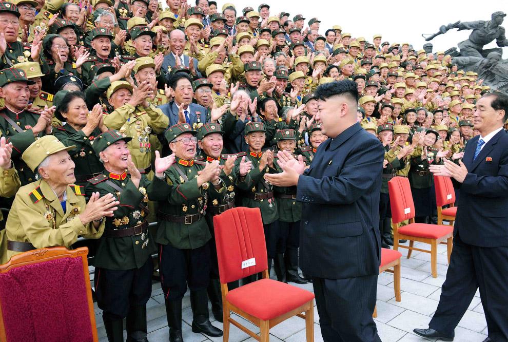 Фотосессия с ветеранами  по случаю 60-й годовщины окончания Корейской войны