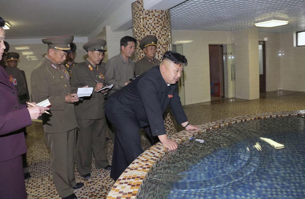 Ким Чен Ын осматривает общежитие