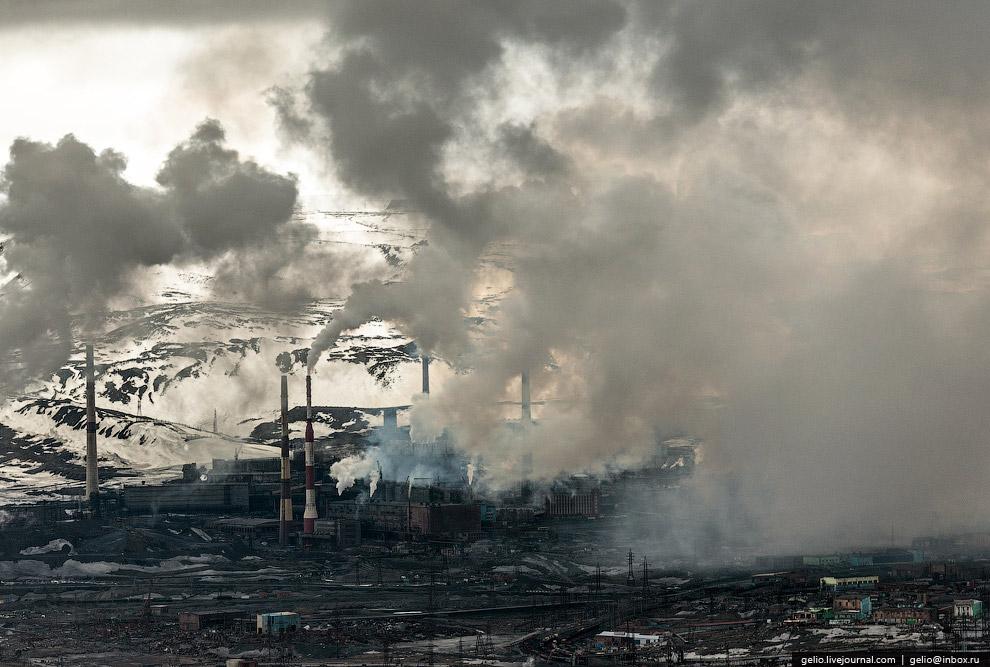 Никелевый завод в «старом городе»