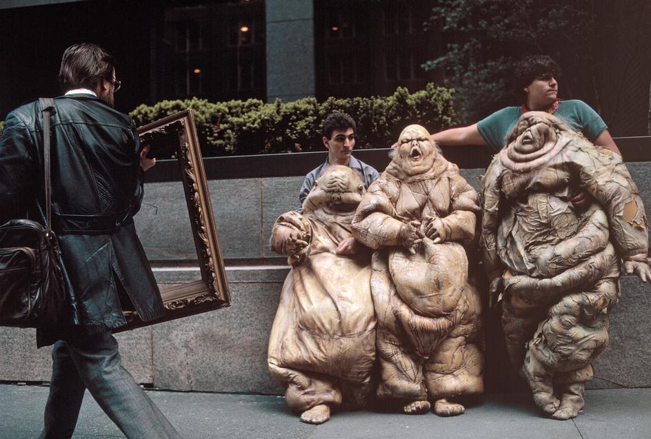 Актеры отдыхают во время перерыва в съемках фильма на Парк-Авеню