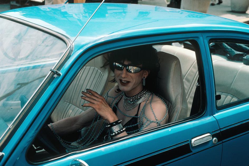 Водитель едущий на гей-парад в Ист-Виллидж