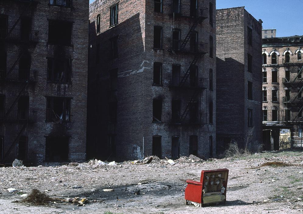 Выгоревшие жилые здания в Южном Бронксе