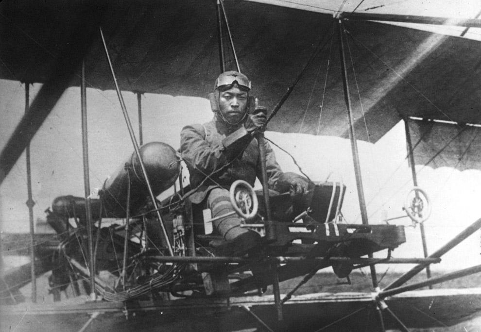 Японский летчик