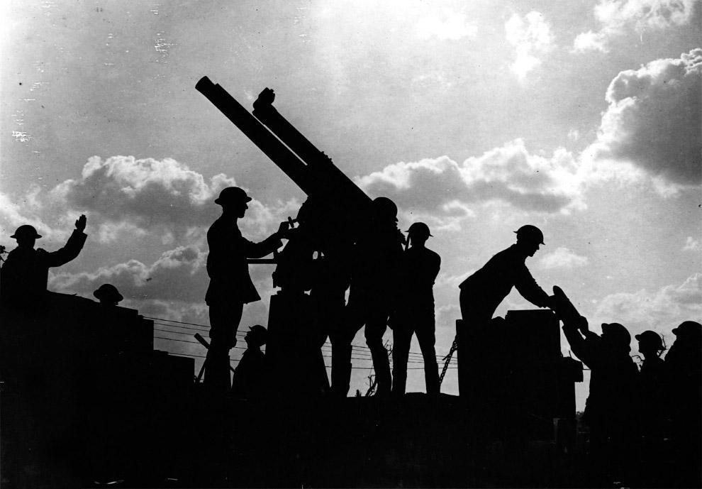 С развитием авиации начали развиваться и средства для их уничтожения – зенитные орудия