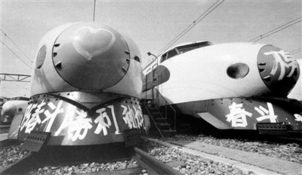 Поезда «Синкансен», разрисованные краской в знак протеста