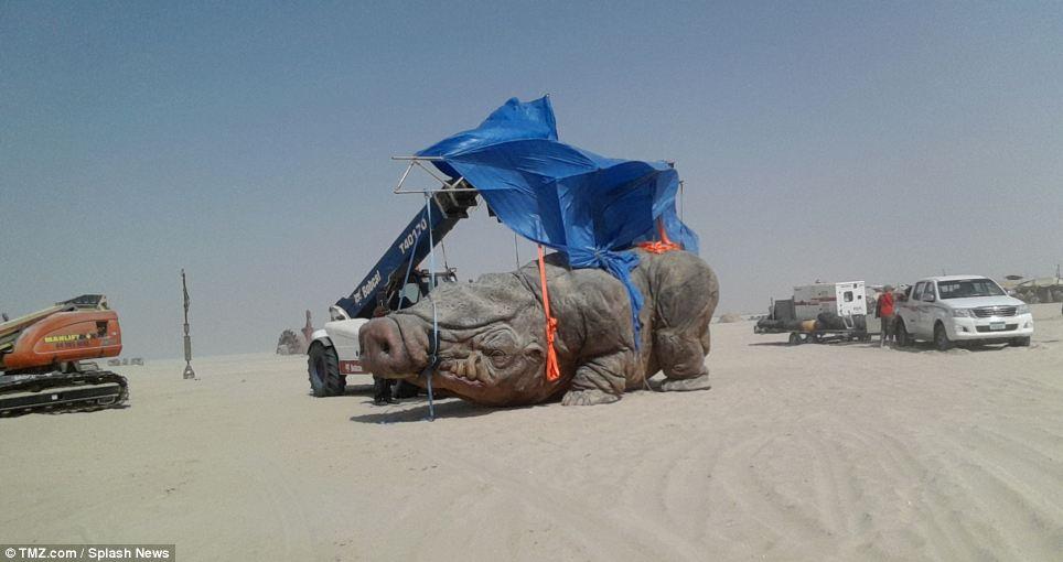 Новый «чужой» — большое четвероногое существо, которое выглядит как нечто среднее между носорогом , свиньей и бульдогом