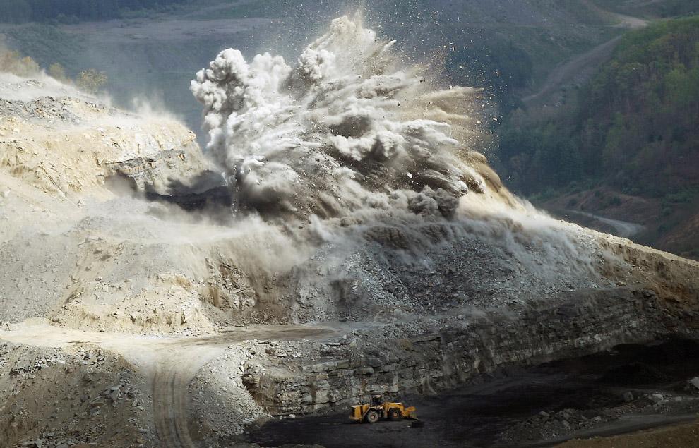 Взрывные работы. Идет добыча угля в штате Вирджиния