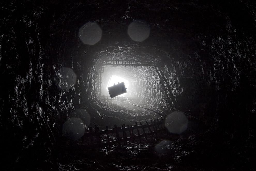 Это шахта в Индии глубиной 90 метров