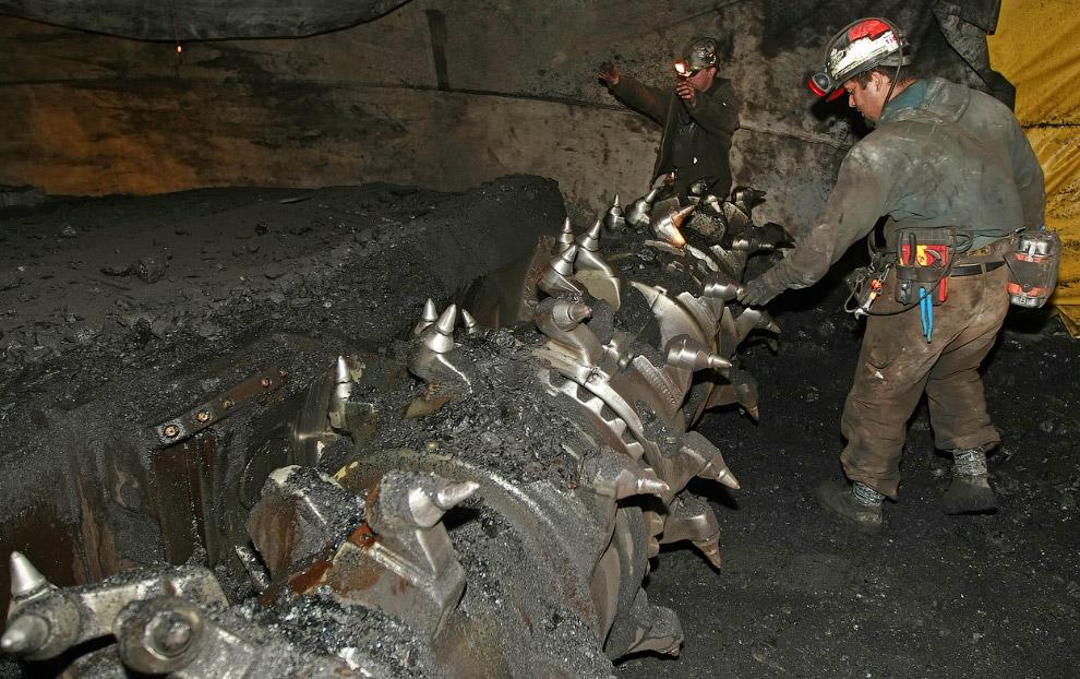 Угольные машины тоже производят впечатление