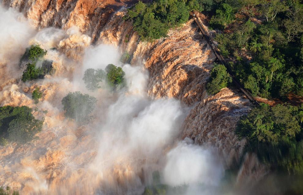 Водопады Игуасу в Пуэрто-Игуасу, Аргентина